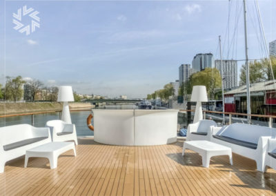 Choose the Gold for events Yacht for your outdoor event